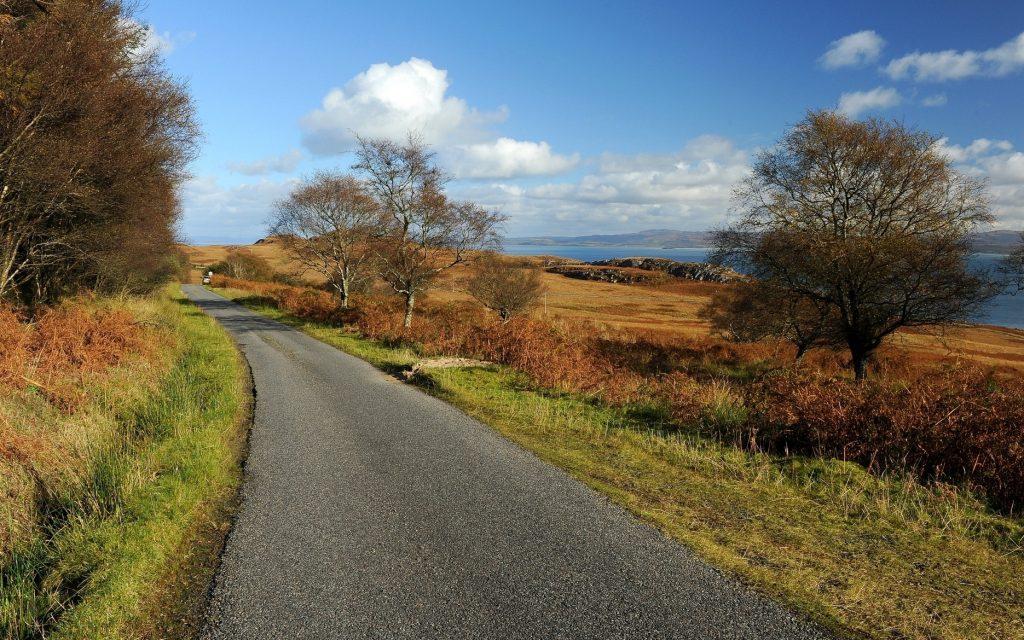 Un tratto della A846, l'unica strada dell'isola