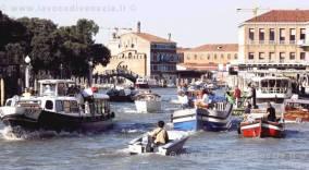 venezia-traffico-acqueo-barche[1]