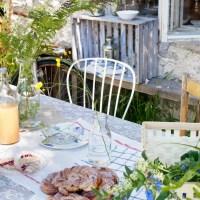 Una tavola di campagna e buone vacanze