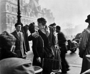 Il Bacio dell'Hotel de Ville di Robert Doisneau, la vera storia
