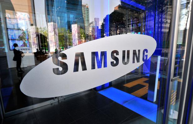 Samsung представила публике новый смартфон и систему платежей