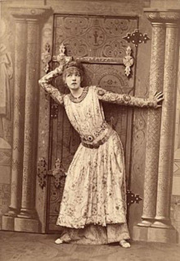 Sarah_Bernhardt_as_Theodora_by_Nadar 1884 - il était une fois le bijou