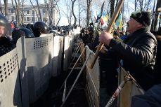 Protestation Ukraine Giulietto Chiesa : «LOccident à la croisée des chemins. un lent déclin, ou la guerre mondiale»