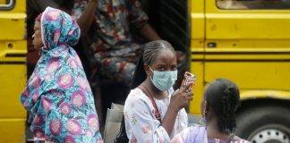 Nigeria donna con la mascherina