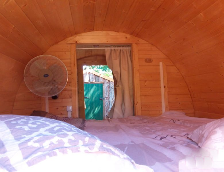 Vue du lit des gîtes insolites