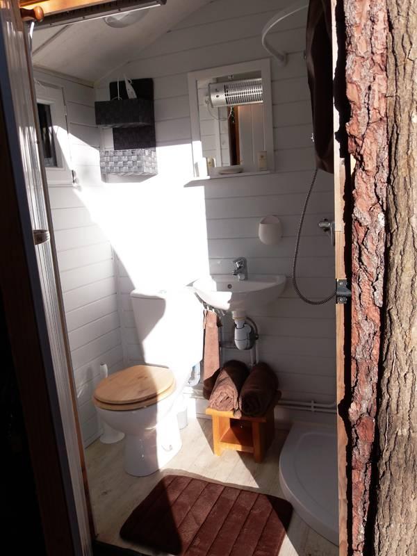 La cabane de douche des gîtes insolites