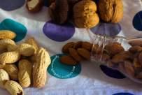 truffles con noci macadami, vegano e crudista, raw, gluten free, senza glutine, sano, bio, dolce goloso e veloce, facile, dolcetti, dessert, ricette, datteri medjoul, succo e buccia di arancia, burro di arachidi, olio di cocco, cacao amaro,