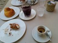 colazione da I Banchi (nuovo locale di Ciccio Sultano a Ragusa Ibla) (granita di gelsi neri, brioche, cannolo e caffè)