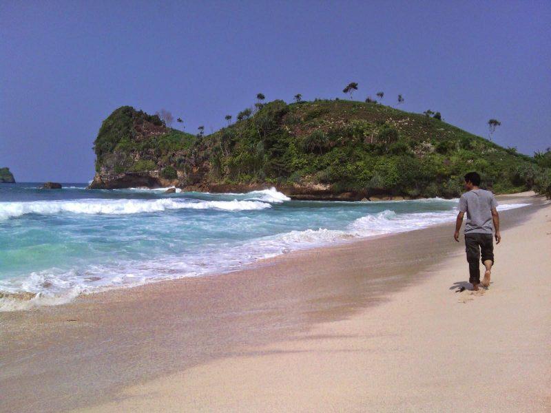 pantai di malang selatan