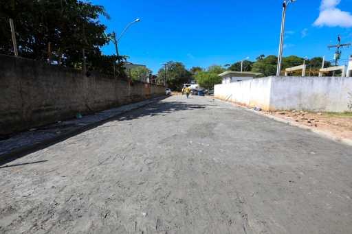 Prefeito Mário Alexandre visita obras de pavimentação no Hernani Sá em Ilhéus