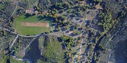 Αεροφωτογραφία του Αρχαιολογικού χώρου Ολυμπίας (Νοε 2017) όπου διακρίνεται σχεδόν το σύνολο των μνημείων της Ίερής Άλτης