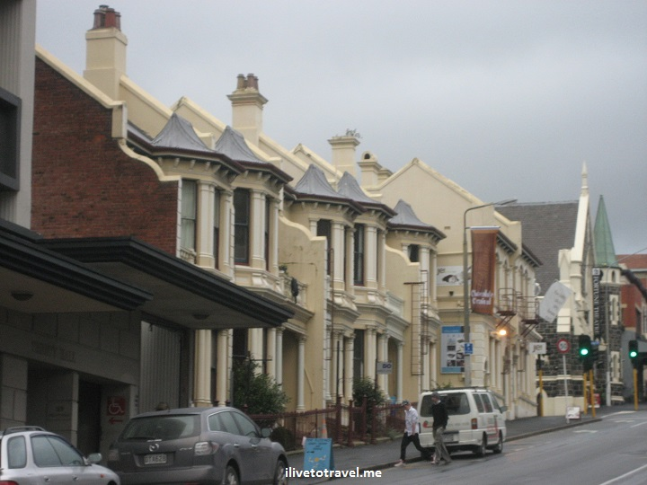 A residential street in a steep street in Dunedin, New Zealand, Canon EOS Rebel, travel