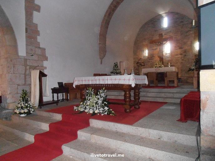 O Cebreiro, Spain, Lugo, Santa Maria la Real, church, Olympus, photo, travel, altar