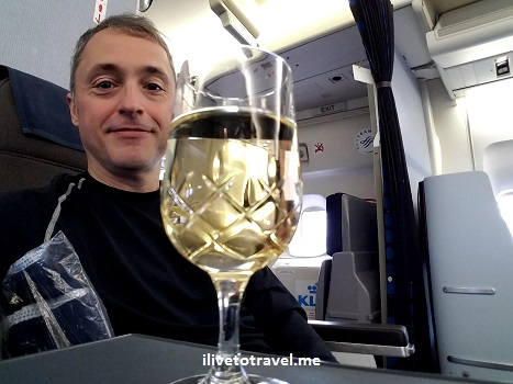ilivetotravel, photo, champagne, business class, KLM
