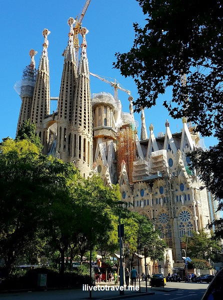 Barcelona, La Sagrada Familia, basilica, iglesia, church, Catholic, spire, Spain, Catalunya, Espana, Passion façade ,