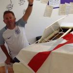 Ilkeston's amazing pianist Dale Forbes-Sutherland plays 'Football's coming home'…