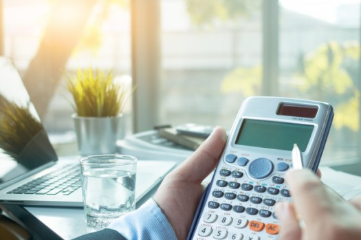 business-people-who-use-calculator