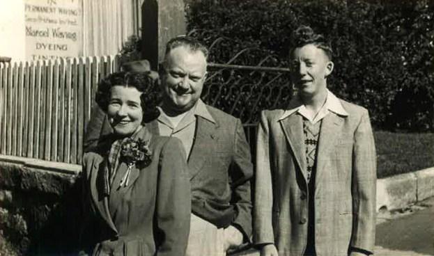 Maxwell and parents, Katoomba, circa 1952