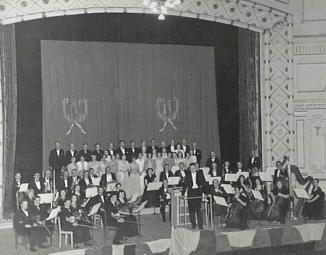 Wollongong Symphony Orchestra; Illawarra Choral Society at Civic Theatre; Some names on back of photograph. Donated by Maurene to Library in 2005