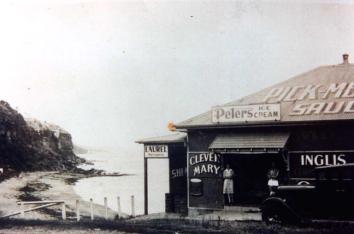P18487 - The Beach Shop, Coalcliff - 1943
