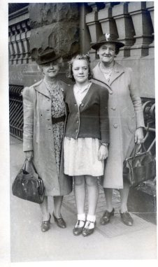 Beryl's grandmother and aunt from Newcastle - c.1946
