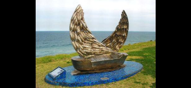 P18775 - Mike Dwyer Memorial Comradeship Sculpture, Coledale