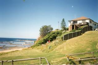 P32200 - Carol North's home - 1 Cater Street, Coledale (rear with Coledale Rockpool)