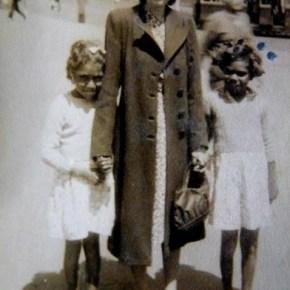 1942 - Rona with Croker Islands girls in Sydney shopping