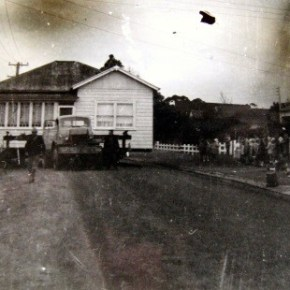1964 - Our house arriving in Robertson Street next day