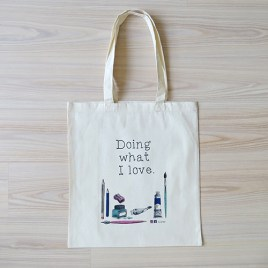 "Foto van de tote bag met print in het thema ""Doing what I love"""
