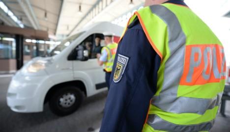 Berlin bolsters Swiss border as more refugees arrive