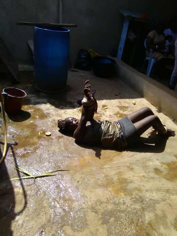 Lady allegedly used by yahoo boys runs mad in Ijebu Ode (Video)