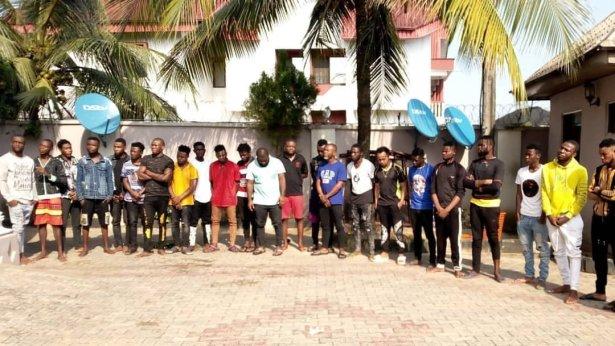 EFCC bursts Yahoo-Yahoo Academy in Akwa Ibom, arrests students and teachers (photos)