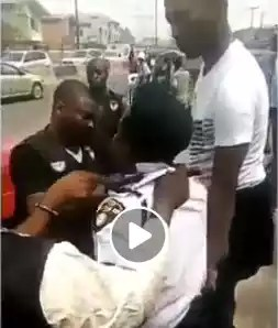 VIDEO: Moment a VIO officer was arrested by SARS operatives for extorting motorists in Lagos