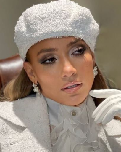 Fans react to Jennifer Lopez #LoveDontCostAThingChallenge