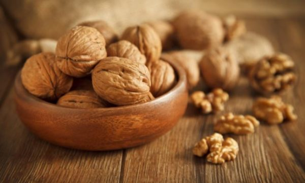 6 things that happen to your skin when you eat walnut everyday