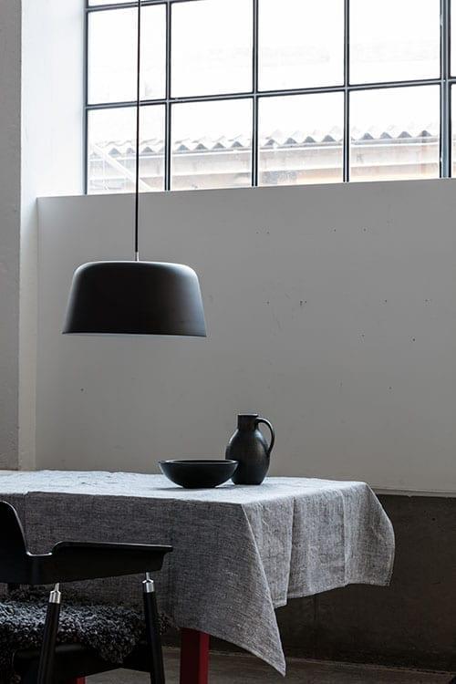 Noir pendellampe fra Loevschall