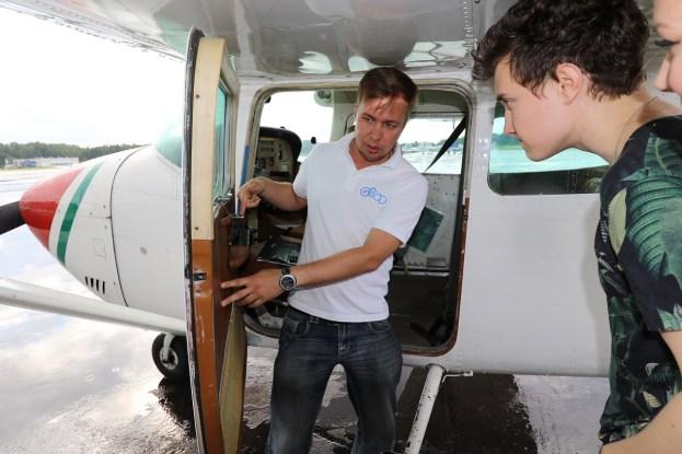 Cessna 182:lla tapahtuva lentotoiminta tapahtuu ilmailuviranomaisen hyväksymien käsikirjojen mukaisesti. Ennen lentoa Laukkanen käy läpi vielä hätätilanneohjeet asiakkaiden kanssa.