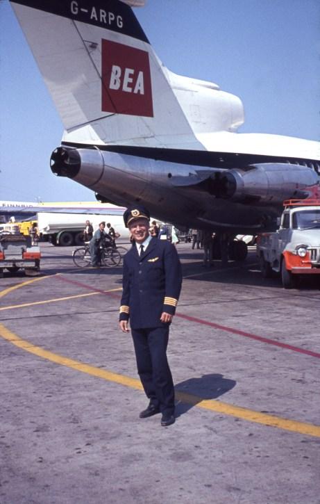 Liikennelentäjän työ toi mahdollisuudet nähdä aikakauden lentävää kalustoa. Kuva Arlandasta kesäkuulta 1964. Böke ja BAC Trident G-ARPG.