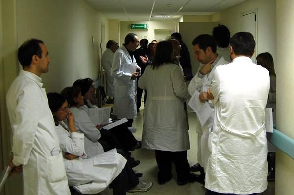 MANOVRA: SCIOPERO MEDICI, SOSPESE 40 MILA OPERAZIONI