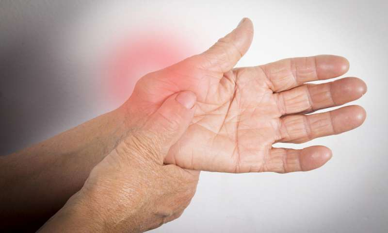 Come si vive con l'artrite reumatoide? Le difficoltà che si devono affrontare