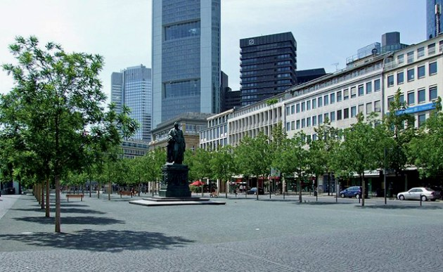 Goetheplatz. Foto © Dontworry/ Wikimedia Commons / CC BY-SA 3.0 / remixed by Il Mitte