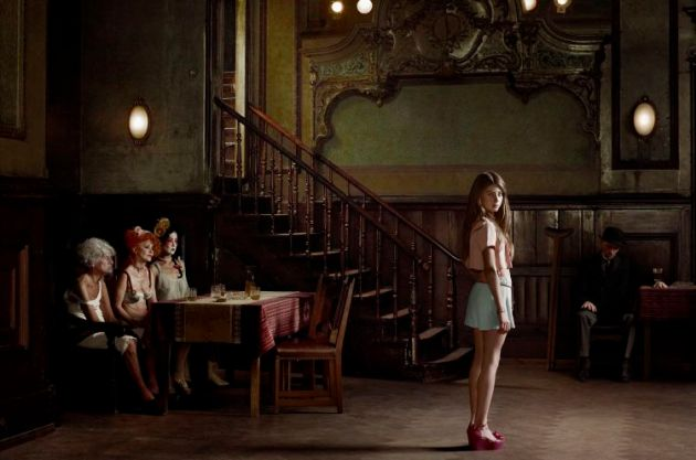 Erwin Olaf: Clärchens Ballhaus Mitte – 10th of July from the series Berlin, 2012, Courtesy: Galerie Wagner und Partner