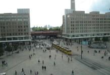 issa tra youtuber ad Alexanderplatz