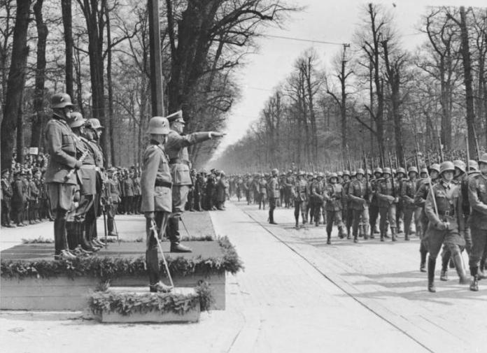 saluto a Hitler