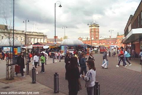 piazza principale,dove si tiene il mercato.one of the principle streets,where the market is held