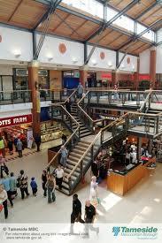 un piccolo centro commerciale