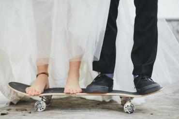 skateboard-and-travel-themed-cornish-wedding-nicole-jon-426-int