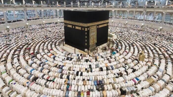 Cos'è la Kaaba, perché i musulmani pregano rivolti verso la mecca, musulmani pregano intorno alla Kaaba