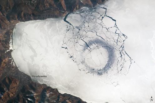 cerchio-nel-ghiaccio-lago-baikal.jpg